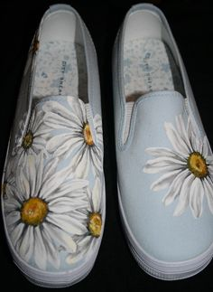 Handgemalte Daisy Schuhe - pimp your clothes - Painted Canvas Shoes, Painted Vans, Painted Sneakers, Painted Clothes, Hand Painted Shoes, Canvas Sneakers, Pimp Your Clothes, Diy Clothes, Crochet Slippers