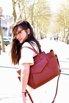 A special shoutout to Nikita who chose the color burgundy for the ESTHER style, what a great color to match her outfit !  @meetmeinparee #katelee #style #esther