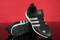 #Męskie #buty #Adidas wykonane z wysokiej jakości materiałów, dzięki czemu doskonale się dopasowują i zapewniają wygodę. Wyposażone w osłonę palców i pięty. Chropowata podeszwa o doskonałej przyczepności.  #butysportowe #męskie #obuwie