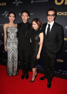 Pin for Later: You Need to See Angelina Jolie's Gorgeous Gucci Gown And a photo with husband Brad Pitt for good measure.