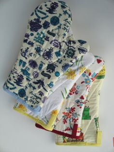 Vintage Fabric Oven Mitt by lakesideboutique on Etsy, $8.50