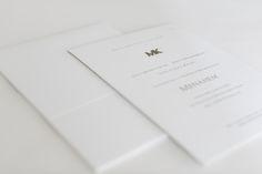 iniciais em metal cromado aplicado ao convite