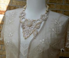 This crocheted necklace makes me think about fresh linens for summer :-)