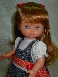 Conchi Virginia, Disney Characters, Fictional Characters, Disney Princess, Antique Dolls, Toys, Celebrity, Disney Princes, Disney Princesses