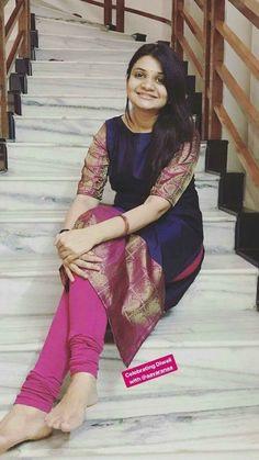 way to alter ma arabi jalabia - Style Magazine Salwar Neck Designs, Churidar Designs, Kurta Designs Women, Dress Neck Designs, Saree Blouse Designs, Indian Dresses, Indian Outfits, Salwar Pattern, Ethnic Dress