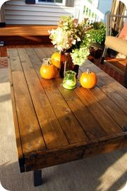 Could be a good way to use pallet wood to make a coffee table... I like the edging. Looks more finished and solid than some other tables I've seen.