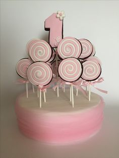 Biscotti lecca-lecca primo compleanno  https://www.facebook.com/lellasansonecake/posts/1251198011628575
