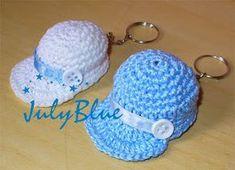 Crochet Keychain: 38 Step by Step Templates Crochet Cap, Crochet Amigurumi, Crochet Gifts, Cute Crochet, Amigurumi Patterns, Crochet Dolls, Crochet Stitches, Crochet Patterns, Accessoires Barbie