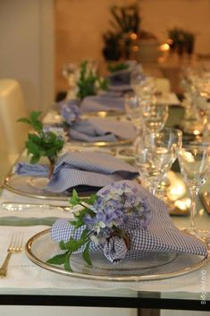 I love the gingham and hydranea against the platinum setting.