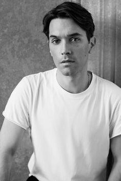 「サルヴァトーレ フェラガモ(SALVATORE FERRAGAMO)」は、ギョーム・メイアン(Guillaume Meilland)をメンズウエアの新デザイン・ディレクターに起用した。2017年1月の17-18年秋冬ミラノ・メンズ・コレクションでデビューする。