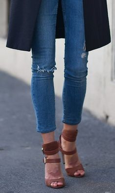 Perfect blue jeans- perfect length, perfect colour, perfect skinniness. Tan shoes are the ideal accompaniment