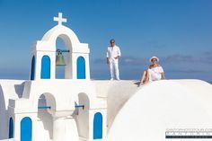 Photographer Santorini, Photography Session, Photography Tour Santorini Photographer, Things To Do In Santorini, Photography Tours, City Architecture, Santorini Greece, Photo Sessions, Photo Shoot, Romantic, Holidays