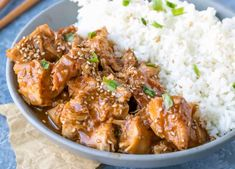 Slow Cooker Sesame Chicken in an easy crock pot chicken dinner. The sesame chicken cooks in a sweet and savory sauce that's perfect with rice and veggies. Crock Pot Slow Cooker, Slow Cooker Chicken, Slow Cooker Recipes, Crockpot Recipes, Chicken Recipes, Recipe Chicken, Easy Family Dinners, Easy Meals, Easy Healthy Recipes