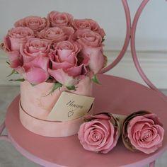 Flower Hats, Flower Boxes, Amazing Flowers, Flower Designs, Floral Arrangements, Bouquet, Place Card Holders, Valentines, Instagram Posts