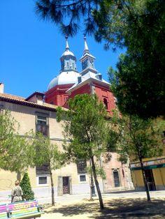 La Plaza de las Comendadoras se encuentra en el barrio de Malasaña de Madrid (España). Su nombre se debe a la cercanía con el Convento de las Comendadoras de Santiago, lugar en el que se armaban a los comendadores de la Orden de Santiago. La plaza está  muy cerca del cuartel del Conde-Duque y a la Plaza de España.