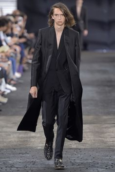 Maison Margiela Men's Spring 2016 Collection Gq Fashion, Fashion Editor, Autumn Fashion, Paris Fashion, Groomsmen Trends, Spring 2016, Summer 2016, Street Look, Comme Des Garcons