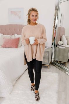 Uncomplicate My Life Taupe Pullover This wonderfully cozy oversized pullover is made for relaxing winter days! Summer Work Outfits, Casual Work Outfits, Business Casual Outfits, Work Attire, Fall Winter Outfits, Work Casual, Cold Spring Outfit, Stylish Mom Outfits, Comfy Work Outfit