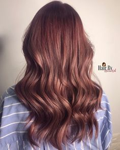 Strawberry Brunette Is the New Way to Add a Hint of Red to Brown Hair Stylists and colorists on Inst Strawberry Brown Hair, Strawberry Blonde Highlights, Brown Hair With Blonde Highlights, Brown Hair Balayage, Brown Ombre Hair, Light Brown Hair, Ombre Hair Color, Light Hair, Brown Hair Colors