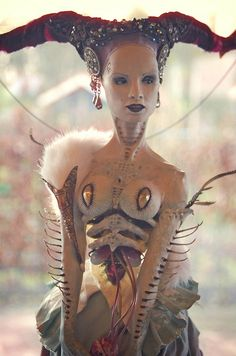 Not ball jointed but wow, just wow. Virginie Ropars dolls by Sandra Arteaga Dolls y Dolls son Cuatriolls Ooak Dolls, Art Dolls, Diy Halloween, Statues, 3d Figures, Ange Demon, Mark Ryden, Foto Art, Paperclay