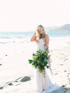 all green bouquet | ocean elegance bridal inspiration - photo by RomaBea Images http://ruffledblog.com/ocean-elegance-bridal-inspiration