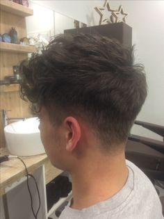 Medium cut for thick textured hair – Men's Hairstyles and Beard Models Curly Hair Men, Wavy Hair, Thick Hair, Hairstyles Haircuts, Haircuts For Men, Hair And Beard Styles, Curly Hair Styles, Tapered Haircut, Textured Hair