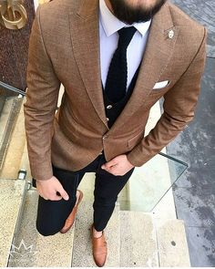 Men's brown sport coat with black pants, white shirt and black tie and brown leather dress shoes. Mens Fashion Suits, Mens Suits, Suit Men, Brown Sport Coat, Mens Sport Coat, Stil Inspiration, Fashion Inspiration, Mode Man, White Shirt Men