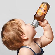 Lil Lager Baby Bottle - Die Fred and Friends Chill Baby Lil Lager Bottle ist der Schocker schlechthin für alle besorgten Omas und Opas. Das lustige Babygeschenk sieht aus wie eine Bierflasche, ist jedoch eine völlig harmlose Nuckelbuddel, zumindest wenn du sie mit Säuglingsnahrung füllst. - Witzige Geschenke für Babys - (*Partner-Link)