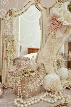 ♥detail shots of bridal suite by photographer, 18th century style.