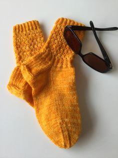 Aurinkoiset sukat Louhittaren Luolan Väinämöisestä ☀️