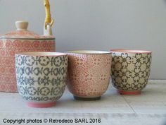 On aime ces trois petites tasses expresso Cecile de chez Bloomingville en céramique dans les tons roses et gris. A associer avec les plats et la théière de la même gamme. Compatibles lave-vaisselle et micro-ondes.