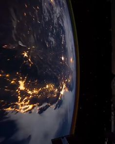 Ready for another week on Earth ? 😍 Ready for another week on Earth ? 😍 ⭐️Watch Earth from space Live : www. 📸 Vid by NASA/ISS Source by f. Wallpaper Earth, Planets Wallpaper, Wallpaper Space, Galaxy Wallpaper, Earth And Space, Space Planets, Space And Astronomy, Nasa Planets, Astronomy Stars