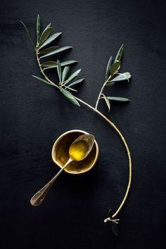 El aceite de oliva es ideal para consumir en frío, como aderezo en sopas y ensaladas, y para cocinar a temperaturas bajas, pues su punto de humeo es de 160º grados centígrados; esto, hablando de aceite de oliva extra virgen, que tiene mejor sabor y mayores propiedades nutritivas. #Tips #BeWell #Consejos