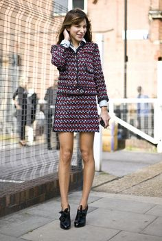 Caroline Sieber in a blue and red Chanel suit Chanel Street Style, Looks Street Style, Suit Fashion, Womens Fashion, Classy Fashion, Work Wardrobe, Special Occasion Dresses, Suits For Women, Parka