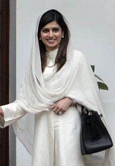 Hina Rabbani Khar Designer Punjabi Suits, Indian Designer Wear, Hina Rabbani Khar, Pakistani Outfits, Indian Outfits, Salwar Pattern, Wedding Bra, Bridal Dresses, Satin Dresses