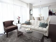 really like the white couch and blue accent pillows