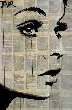 visage dans un fond de papier journal ,ombrage ,