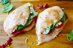 Yammie's Noshery: Sundried Tomato, Spinach, and Cheese Stuffed Chicken Sundried Tomato Recipes, Cheese Stuffed Chicken, Baked Chicken, Weight Watchers Chicken, Spinach And Cheese, Cooking Recipes, Healthy Recipes, Breast Recipe, Dried Tomatoes
