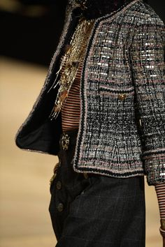 Womens Fashion - See all the Details photos from Chanel Autumn/Winter 2018 Pre-Fall now on British Vogue Chanel Fashion, Couture Fashion, Runway Fashion, Womens Fashion, Chanel Jacket Trims, Chanel Style Jacket, Fashion Week, Winter Fashion, Fashion Outfits