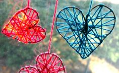 Aren't these such pretty decorations? What a great use for yarn scraps! And they're easypeasy to make, too. Learn how at FamilyChic.