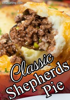 Classic Shepherd's Pie is comfort food at its best! It is a full meal in one dish, hearty and and filling. A meal the whole family will love. for dinner for two main dishes Hamburger Dishes, Beef Dishes, Food Dishes, Best Meat Dishes, Hamburger Potato Casserole, Main Dishes, Healthy Beef Recipes, Ground Meat Recipes, Sushi Recipes