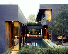 This is the house with the sunken kitchen, aka my new kitchen crush.  Blog doesn't credit architect, but photo is by RogerDavies