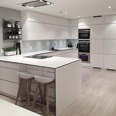 Uplifting Kitchen Remodeling Choosing Your New Kitchen Cabinets Ideas. Delightful Kitchen Remodeling Choosing Your New Kitchen Cabinets Ideas. Diy Kitchen Cabinets, Kitchen Interior, White Kitchen, Kitchen Remodel, Kitchen Decor, New Kitchen, Kitchen Dining Room, Home Kitchens, Kitchen Design