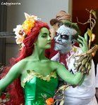 Poison Ivy and Harley Quinn Ginevra Fusari and Paoletta P. Pasi Picture by: Alessandro Guidi Best Friends. Poison Ivy Pictures, Poison Ivy Costumes, Halloween Diy, Harley Quinn, Cosplay Costumes, Scary, Best Friends, Joker, Nerd