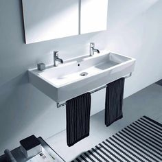 Minimalist, rectangular outlines are at the heart of the Vero collection. Simple in design, yet enormously versatile, this range of designer basins and WCs also carries the weight of Duravit's enduring ceramic tradition and expertise. A modern classic in the making.