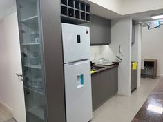 Mueble de cocina y bajillero Top Freezer Refrigerator, Kitchen Appliances, Home, Kitchen Furniture, Interiors, Diy Kitchen Appliances, Home Appliances, Ad Home, Homes