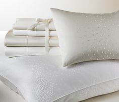 Fill out the dreamy look of the Aurora Ombre duvet cover with this queen pillow sham, featuring the same sparkling dots and rich cotton base as the duvet.