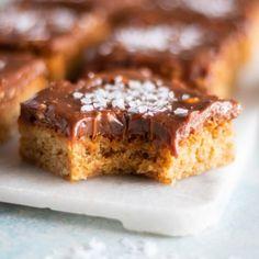 Mjuka kakor av Malin Henriksson - Stowr Gingerbread Cupcakes, Cookie Cake Pie, Kitchen Stories, Brown Butter, I Love Food, Banana Bread, Sweets, Cookies, Desserts