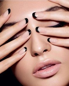 Nude nails & black tips - stylish, alternative french manicure. This is the new French nails! Easy Nails, Simple Nails, Manicure Y Pedicure, Mani Pedi, Manicure Ideas, Black French Manicure, Colorful French Manicure, French Pedicure, French Manicure With A Twist