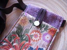 mini sac / étui iphone chevron rose et fleurs par Fee Home sur Etsy, €20,00