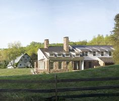Houzz Tour: An Old Barn Inspires a Gracious New Home